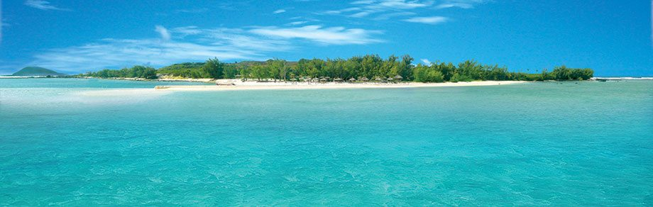Spectacular coastal scenery and a casual atmosphere at Ile Aux Gabriel